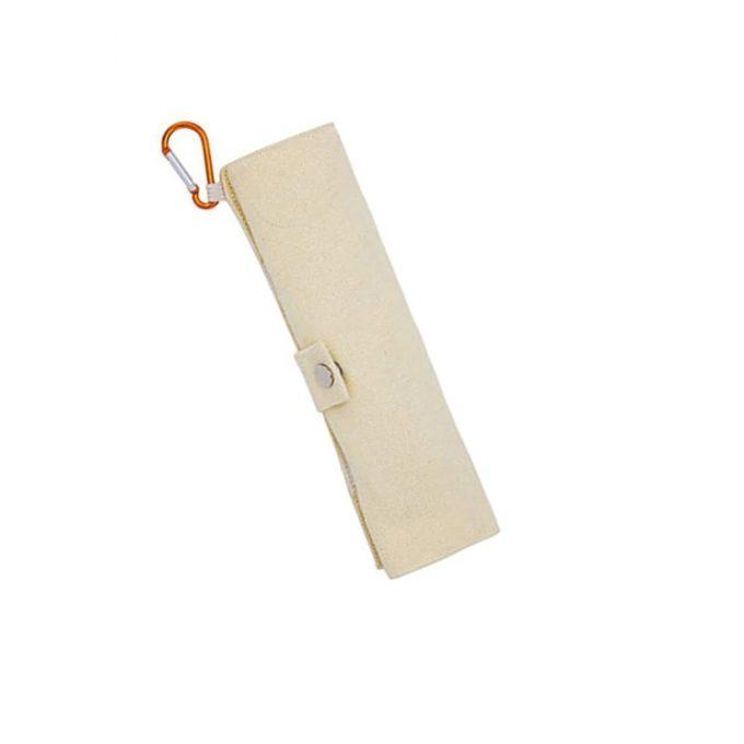 estuche cerrado de cubiertos de bambú